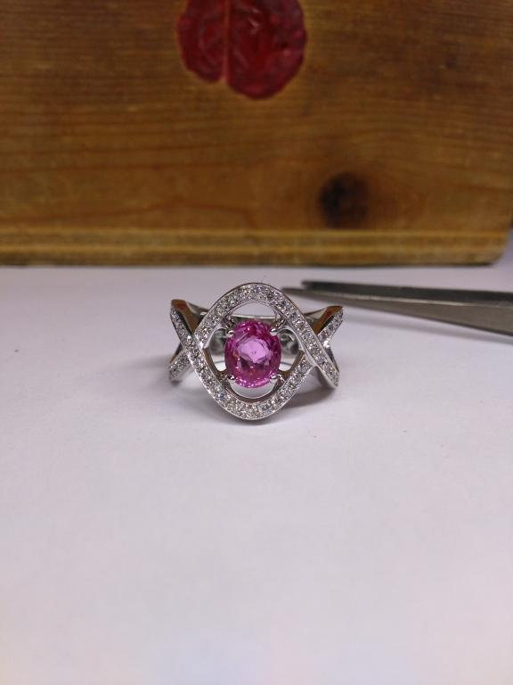 Bague saphir rose ovale et diamants